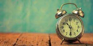 Manusia Sering Menyalahkan Waktu Disaat Dia Sendiri Yang Memegang Kendali